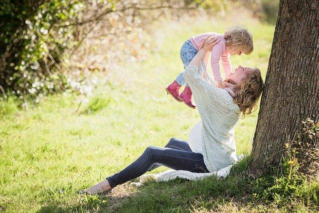 Gorączka a karmienie piersią – co powinna zrobić młoda mama?