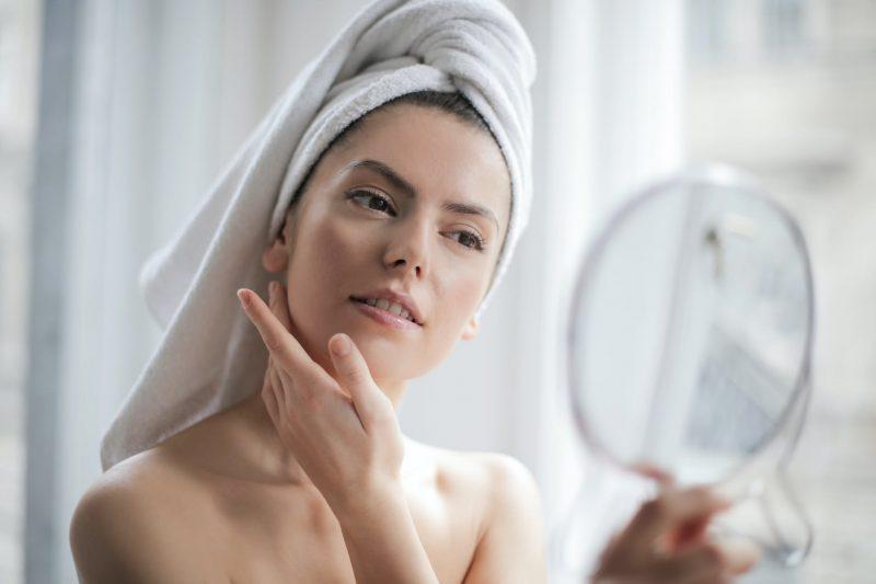 Pielęgnacja skóry tłustej – jak to robić i na co uważać?