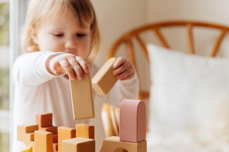 Zabawki edukacyjne dla najmłodszych, które pomogą w odkrywaniu świata